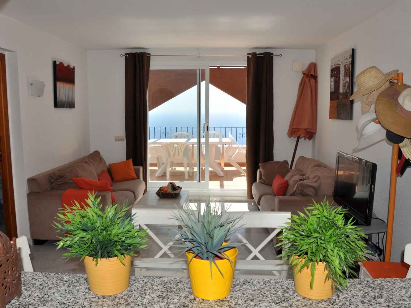 IMMAKULERER TWO SOVE ROOM, TWO BATHROOM PENTHOUSE WITH A FABULOUS SEA VIEW